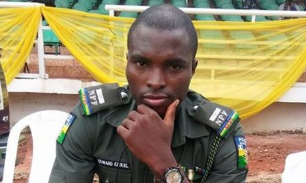 Nigerian police officer narrates how he gave money to a woman who told him about the challenges she's been facing since the lockdown
