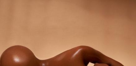 Lira Galore goes completely naked to celebrates her 27th birthday