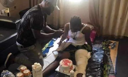 Love conquers all as man proposes to his bedridden girlfriend