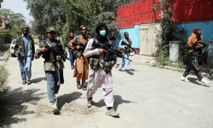 Taliban kills a woman in the streets of Afghanista for not wearing burqa