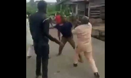 Two married men fight by the Road Side in Benue over a woman